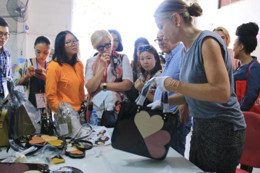 Bag making demonstration at Ipa-Nima factory.